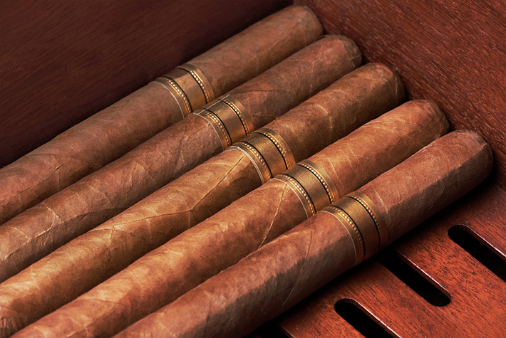 shutterstock_135581738 How to Choose the Best Cigar How to Choose the Best Cigar shutterstock 135581738