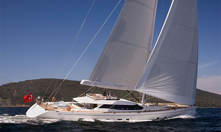10_Top_gorgeous_sailing_yachts-Oyster 125