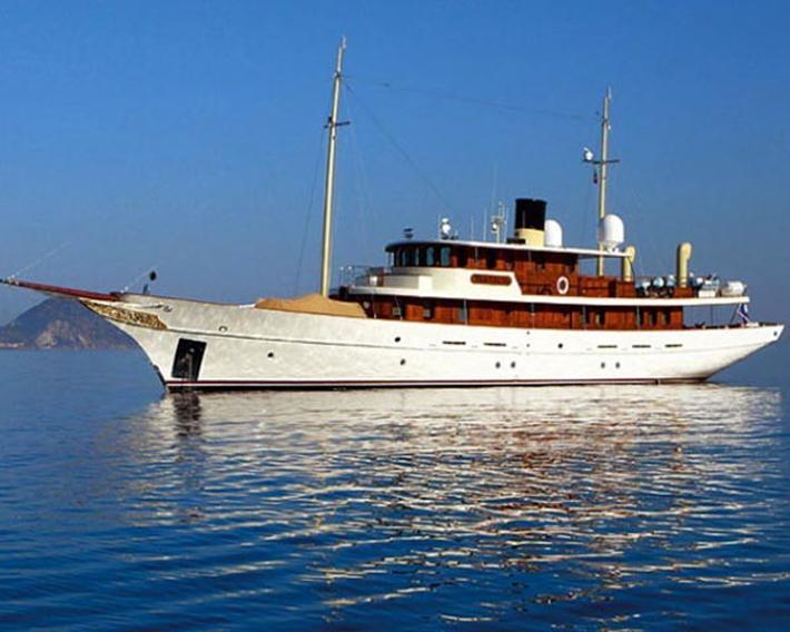 370 Top 10 Celebrities' Yachts Top 10 Celebrities' Yachts 370