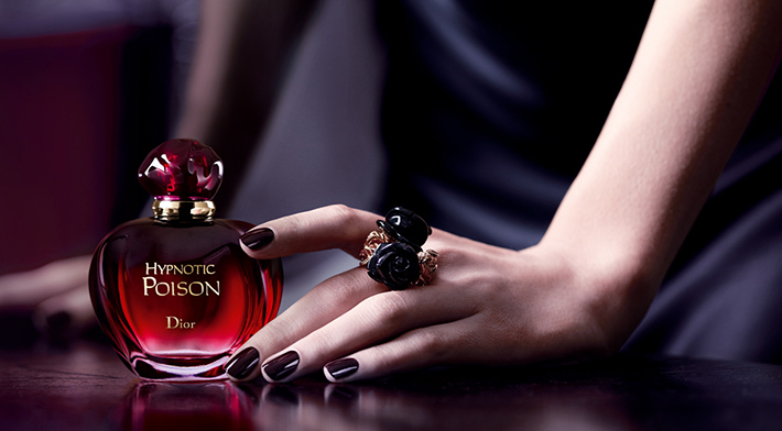 erik-zwaga-geurengoeroe-hypnotic-poison-eau-secrete-detail-1 Dior Fragrance based on Fairy Tales Dior Fragrance based on Fairy Tales erik zwaga geurengoeroe hypnotic poison eau secrete detail 1