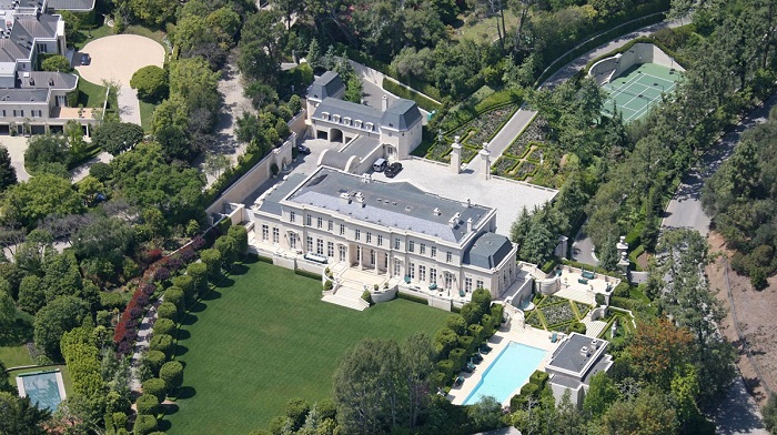 """""""The million-dollar question is how high can you go? We went high over hills to find the most expensive houses with the most expensive furniture."""" Top 10 houses with the most expensive furniture Top 10 houses with the most expensive furniture Top 10 houses with the most expensive furniture 07"""