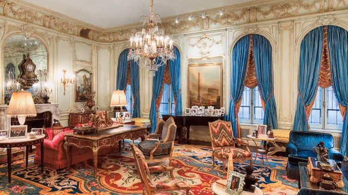"""""""The million-dollar question is how high can you go? We went high over hills to find the most expensive houses with the most expensive furniture."""" Top 10 houses with the most expensive furniture Top 10 houses with the most expensive furniture Top 10 houses with the most expensive furniture 12"""
