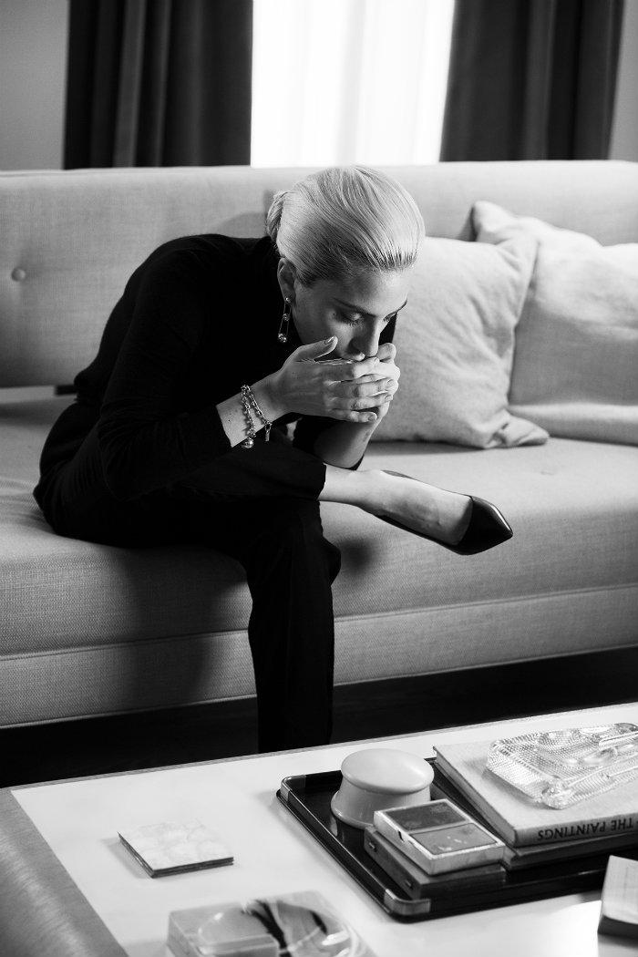 01-lady-gaga-tiffanys-2017-billboard-embed lady gaga Lady Gaga in the new campaign for the Tiffany HardWear Jewelry Collection 01 lady gaga tiffanys 2017 billboard embed