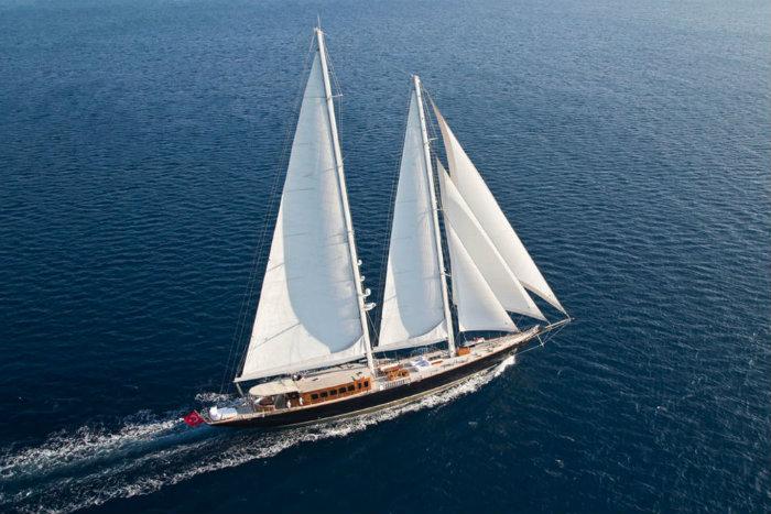 regina-259a1531 james bond James Bond's Skyfall 183-Foot Superyacht regina 259a1531