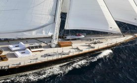 yacht-regina-foredeck-while-sailing-1200x753