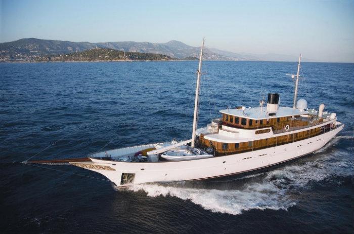 Johnny Depp Johnny Depp Johnny Depp Luxury Yacht celebrityseeker 62c0a2e7853be408ba0f43f2604fad8a9478570818