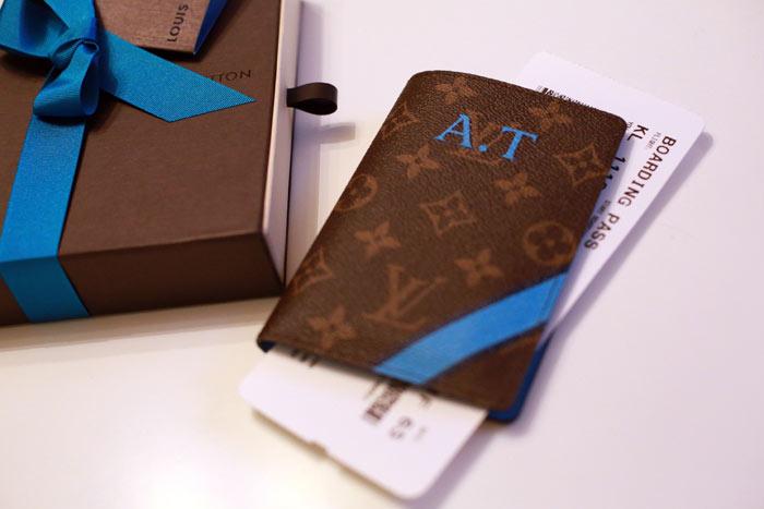 Luxury 7 Striking Ideas for a Luxury Passport Holder stsc1029