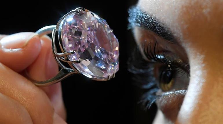 most expensive jewelry 10 Most Expensive Jewelry Pieces in the World 2017 03 20t131013z 1 lynxmped2j0vp rtroptp 3 britain diamond 20170404115037 770x430