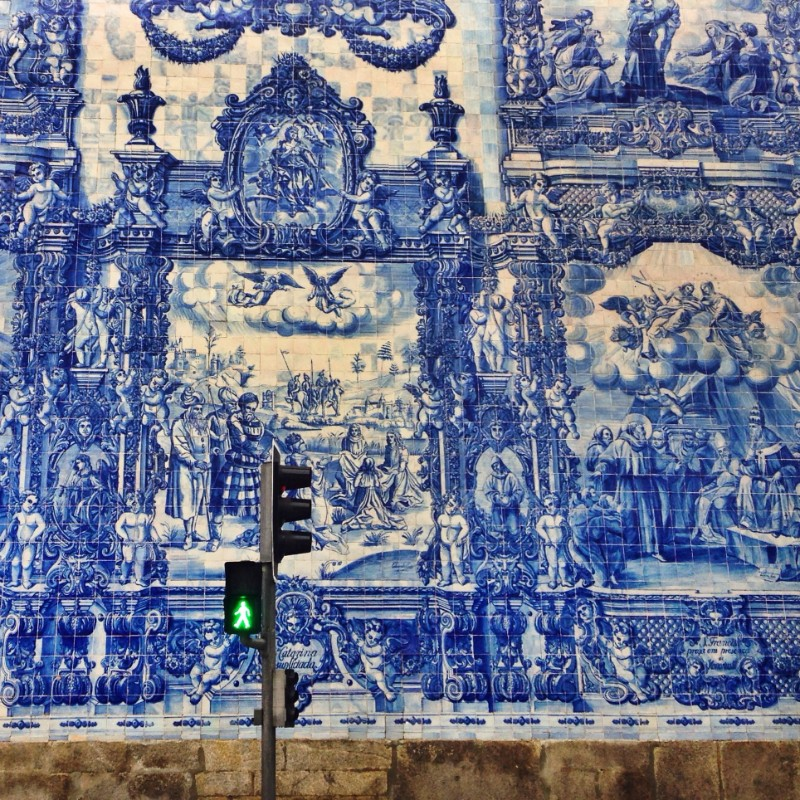 Portuguese Tiles portuguese tiles Portuguese Tiles: a Luxury Trend You Need to Know Portuguese Tiles a Luxury Trend You Need to Know 1 2