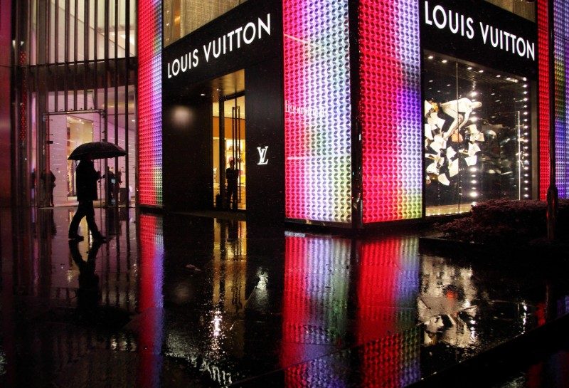 luxury brand Louis Vuitton Or Hermès: Which Is The More Authentic Luxury Brand? Feature Louis Vuitton Or Herme  s Which Is The More Authentic Luxury Brand co  pia