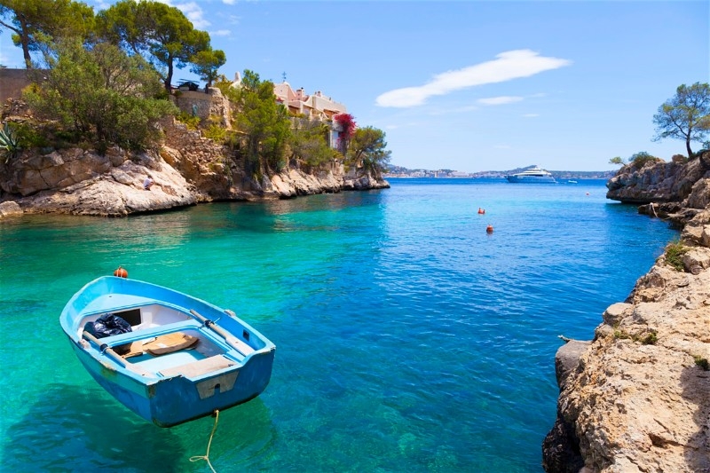 luxury destinations Discover 10 Luxury Destinations To Travel This Spring mallorca