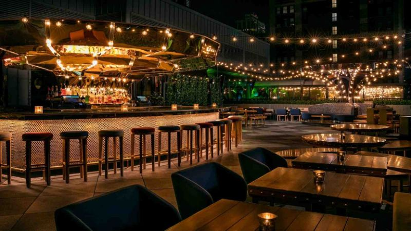 New York Meets The Sky: Top 5 Rooftop Hotel Bars rooftop hotel bar New York Meets The Sky: Top 5 Rooftop Hotel Bars New York Meets The Sky Top 5 Rooftop Hotel Bars 09