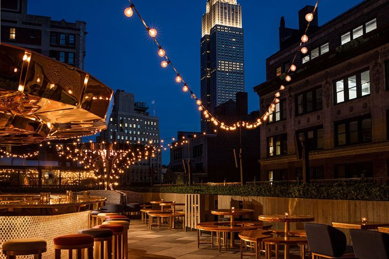 New York Meets The Sky: Top 5 Rooftop Hotel Bars rooftop hotel bar New York Meets The Sky: Top 5 Rooftop Hotel Bars New York Meets The Sky Top 5 Rooftop Hotel Bars 10