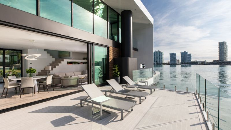 The 5 Most Supreme and Luxury Houseboats Around The Globe luxury houseboats The 5 Most Supreme and Luxury Houseboats Around The Globe Artefacto Floating House 015 1