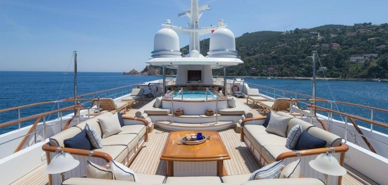 The 5 Most Supreme and Luxury Houseboats Around The Globe luxury houseboats The 5 Most Supreme and Luxury Houseboats Around The Globe KATHARINE yacht 5 large